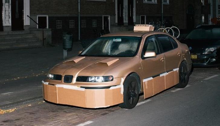 Geceleri Arabaları Kartonla Modifiye Eden Adam_2