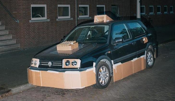 Geceleri Arabaları Kartonla Modifiye Eden Adam_4
