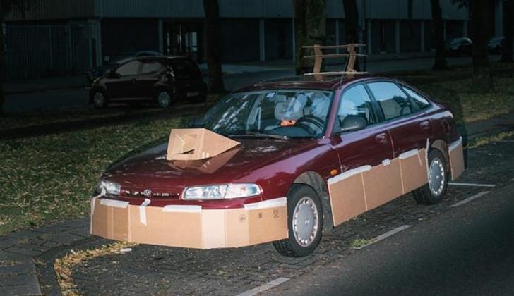 Geceleri Arabaları Kartonla Modifiye Eden Adam_7