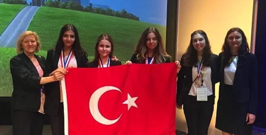 Google Bilim Yarışmasında İki Türk Öğrenci Ödül Aldı